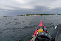 Kayak approaching Nevlunghavn - Nevlunghavn sett fra kajakk