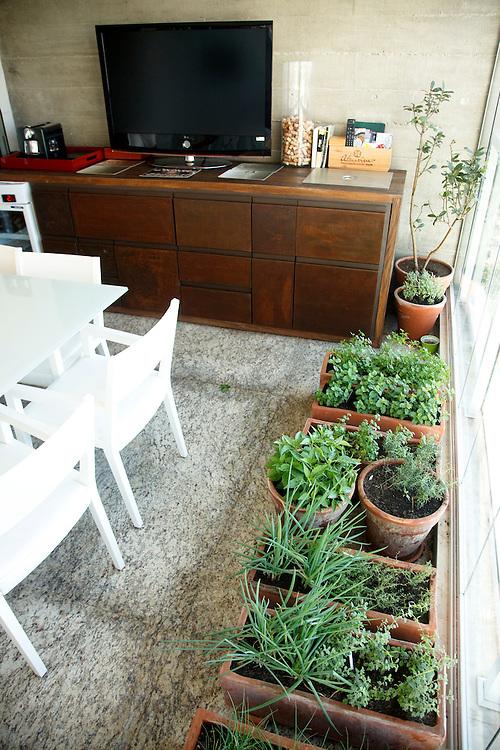 Sao Paulo_SP, Brasil...Na foto uma horta dentro de casa in Sao Paulo...In this photo some plants in the house in Sao Paulo...Foto: SERGIO ZACCHI / NITRO