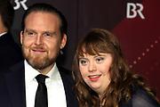 Axel Stein und Luisa Wöllisch auf dem Roten Teppich anlässlich der Verleihung des 41. Bayerischen Filmpreises 2019 am 17.01.2020 im Prinzregententheater München.