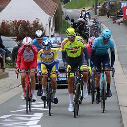 04-04-2021: Wielrennen: Ronde van Vlaanderen (Mannen): Oudenaarde<br />Mathijs Paasschens (geel) zat mee in de kopgroep van de dag