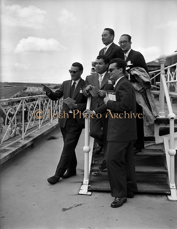 06/06/1959 <br /> 06/06/1959<br /> 06 June 1959<br /> Portuguese Travel Agents and Journalists at the Baldoyle Races, Co. Dublin.