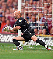 Fabien Barthez (Man Utd) dives the wrong way to allow Paolo Di Canio to score from the penalty spot. West Ham United v Manchester United, FA Premiership, 26/08/2000. Credit: Colorsport / Matthew Impey.