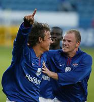 Fotball. Eliteserien Vålerenga - Bryne 1-1 Ullevål 14. august 2002.  Jonas Krogstad jubler for utligning sammen med Pa-Modou Kah og Knut Hovel Heiaas.<br /> <br /> Foto: Andreas Fadum, Digitalsport