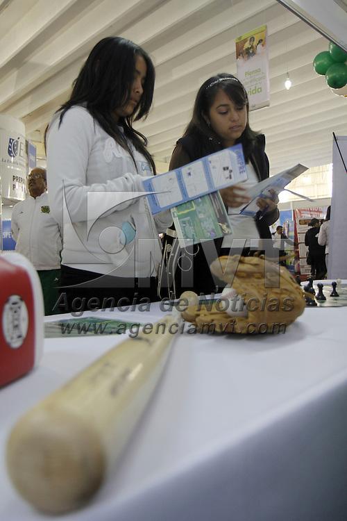 TOLUCA, México.- La Universidad Autónoma del Estado de México inauguró Exporienta 2011 en donde se ofrecen diversas opciones educativas a jóvenes de secundaria y preparatoria para continuar con sus estudios a nivel profesional. Agencia MVT / Crisanta Espinosa. (DIGITAL)