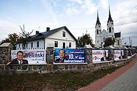 Kulesze Koscielne, woj podlaskie, 13.10.2019. N/z plakaty wyborcze kandydatow PiS na plocie koscielnej posesji fot Michal Kosc / AGENCJA WSCHOD