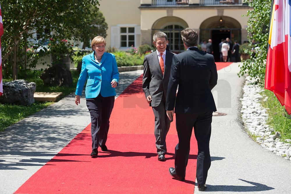 07 JUN 2015, ELMAU/GERMANY:<br /> Angela Merkel, CDU, Bundeskanzlerin, und Joachim Sauer, Ehemann von Angela Merkel, begrüssen David Cameron, Premierminister Vereinigtes Koenigreich, Grossbritannien, (v.L.n.R.), Begruessung der anreisenden Regierungschefs und deren Ehepartner, G7-Gipfel vor Schloss Elmau bei Garmisch-Patenkirchen<br /> IMAGE: 20150607-01-016<br /> KEYWORDS: G7 Summit