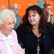 NLD/Hilversum/20070817 - Straten rond het Mediapark Hilversum vernoemd, rechts Dunja, dochter Willem Duys