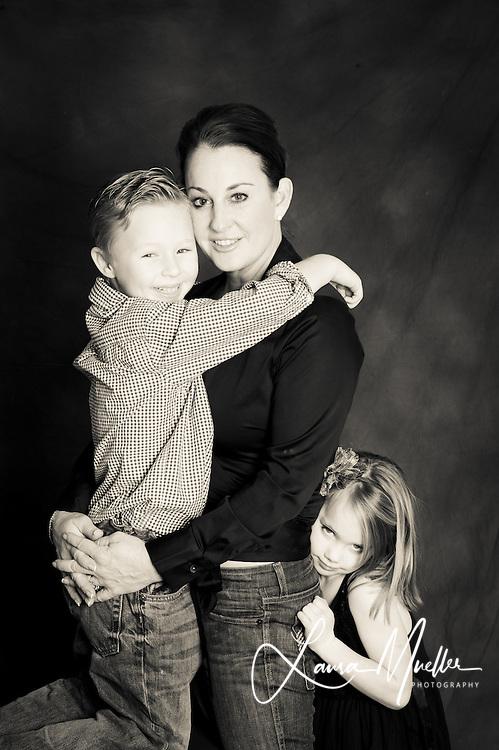 12/27/2010 Sheryl and family portrait. photo © Laura Mueller - www.lauramuellerphotography.com