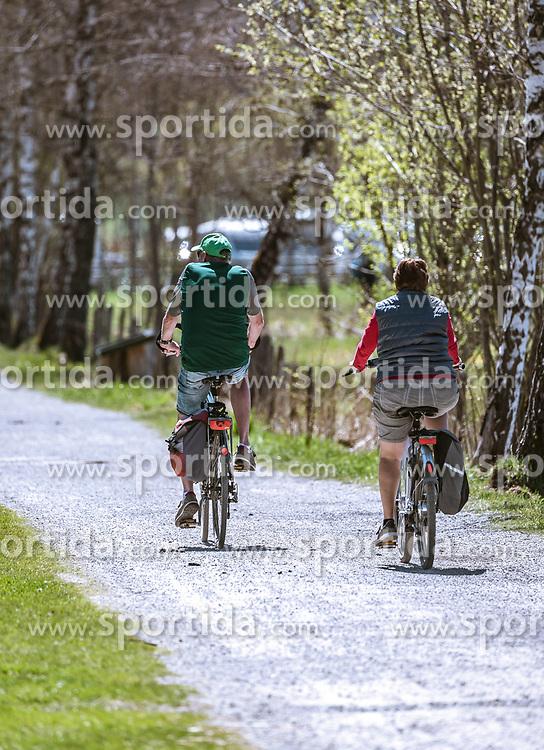 THEMENBILD - Freizeitsportler fahren auf ihren Fahrrädern bei schönem Frühlingswetter eine Birkenallee entlang, aufgenommen am 20. April 2019, Zell am See, Österreich // Recreational athletes ride their bicycles along a birch avenue in beautiful spring weather on 2019/04/20, Zell am See, Austria. EXPA Pictures © 2019, PhotoCredit: EXPA/ Stefanie Oberhauser