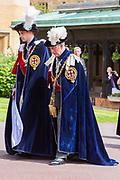 """Koning Willem Alexander wordt door Hare Majesteit Koningin Elizabeth II geïnstalleerd in de 'Most Noble Order of the Garter'. Tijdens een jaarlijkse ceremonie in St. Georgekapel, Windsor Castle, wordt hij geïnstalleerd als 'Supernumerary Knight of the Garter'.<br /> <br /> King Willem Alexander is installed by Her Majesty Queen Elizabeth II in the """"Most Noble Order of the Garter"""". During an annual ceremony in St. George's Chapel, Windsor Castle, he is installed as """"Supernumerary Knight of the Garter"""".<br /> <br /> Op de foto / On the photo:  Hertog William van Cambridge en  Prins Charles van Wales / Duke William of Cambridge Prince Charles of Wales"""