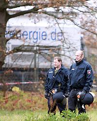 08.11.2010, Castortransport 2010, Dannenberg, GER, Die Castoren sind im Verladebahnhof Dannenberg eingetroffen und auf LKW umgeladen, EXPA Pictures © 2010, PhotoCredit: EXPA/ nph/  Kohring+++++ ATTENTION - OUT OF GER +++++