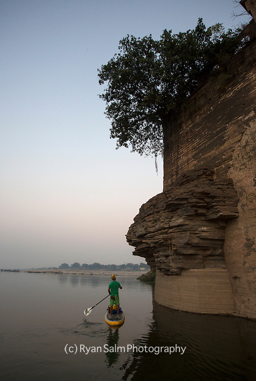 Paddling into Chunnar at dusk