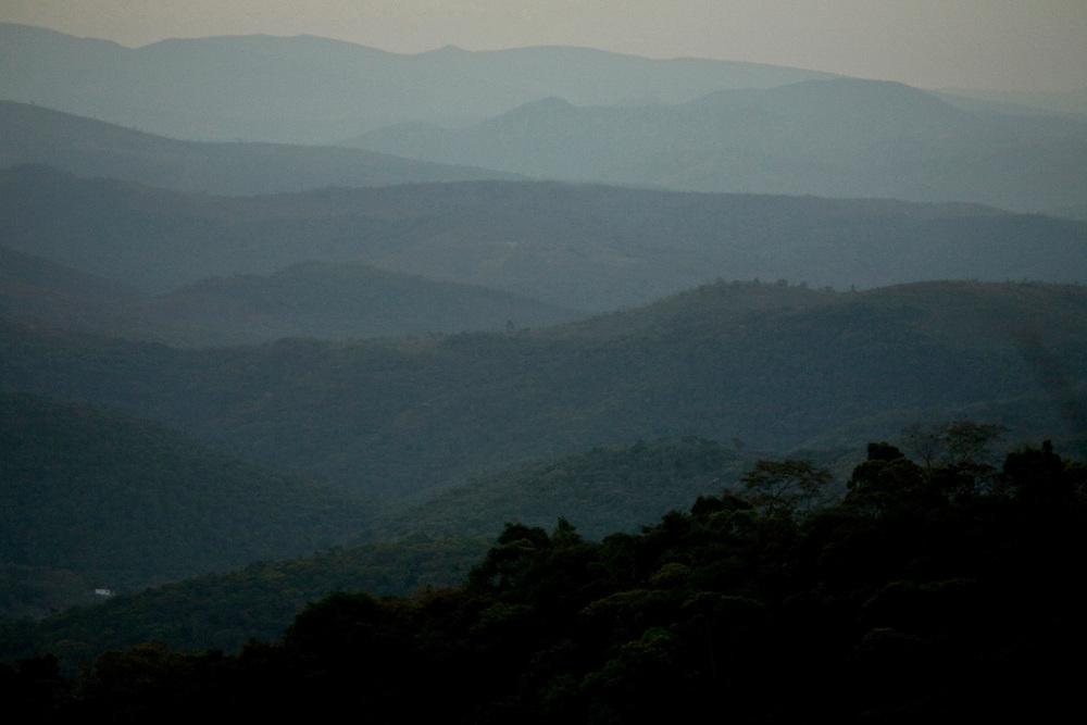 Itabirito_MG, Brasil... Vista panoramica de montanhas em Itabirito... Panoramic view of mountains in Itabirito...Foto: JOAO MARCOS ROSA / NITRO