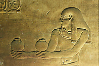 Egypte, Haute Egypte, vallee du Nil, Croisiere entre Louxor et Assouan, Edfou, Temple d'Horus, bas reliefs // Africa, Egypt, Nile Valley, Edfou, Horus temple, bas relief on the walls