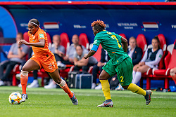15-06-2019 FRA: Netherlands - Cameroon, Valenciennes<br /> FIFA Women's World Cup France group E match between Netherlands and Cameroon at Stade du Hainaut / Lineth Beerensteyn #21 of the Netherlands, Christine Manie #2 of Cameroon