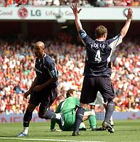 Photo: Tony Oudot.<br /> Arsenal v Bolton Wanderers. The Barclays Premiership. 14/04/2007.<br /> Nicolas Anelka of Bolton scores as Kevin Nolan celebrates