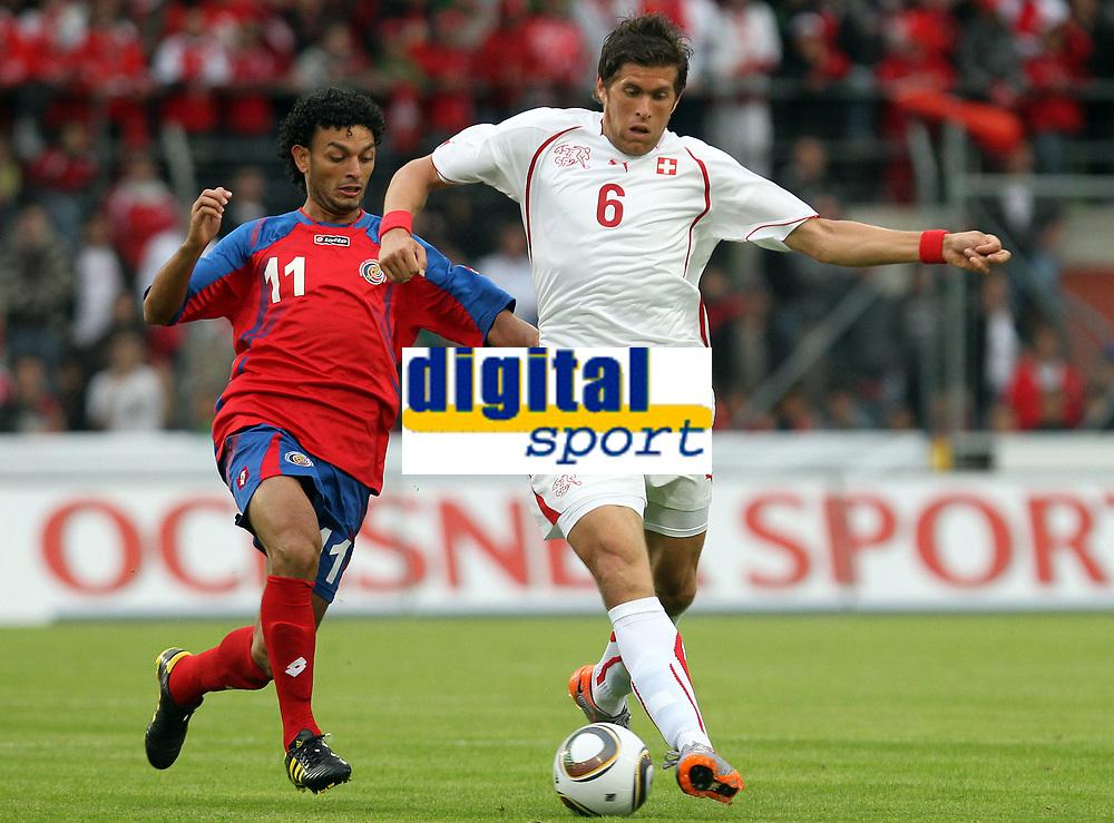 Michael Barrantes (CRC) gegen Benjamin Huggel (SUI). © Pascal Muller/EQ Images