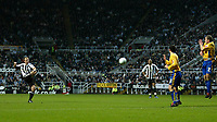 Photo: Andrew Unwin.<br />Newcastle United v Mansfield Town. The FA Cup.<br />07/01/2006.<br />Newcastle's Alan Shearer (L) takes a free-kick.