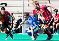 ROTTERDAM -  Ties Ceulemans (Kampong)  met Mark Rijkers (Oranje-Rood)  en Jair van der Horst (Oranje-Rood) tijdens de wedstrijd om de derde plaats tegen Oranje Rood bij de ABN AMRO cup. COPYRIGHT KOEN SUYK