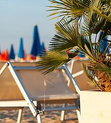 THEMENBILD - Palmen und Liegen am Strand, aufgenommen am 16. Juni 2018, Lignano Sabbiadoro, Österreich // Palm trees and beach chairs on the beach on 2018/06/16, Lignano Sabbiadoro, Austria. EXPA Pictures © 2018, PhotoCredit: EXPA/ Stefanie Oberhauser