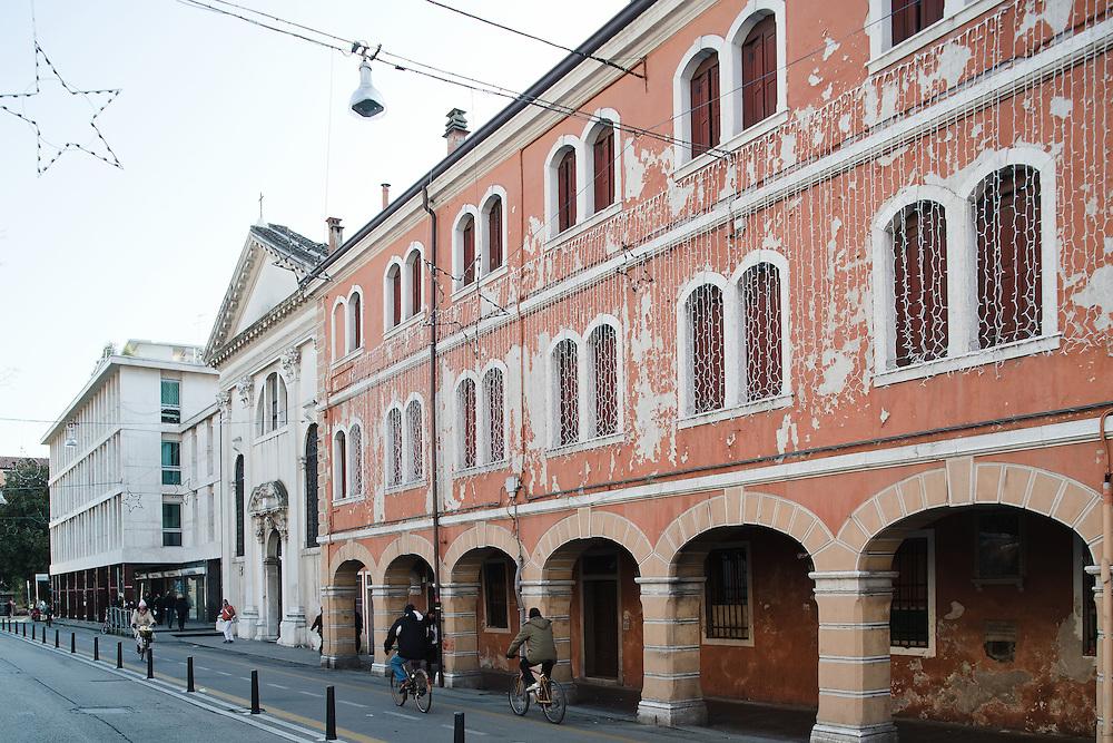 Mestre (VE) - Via Poerio, chiesa di Santa Maria delle Grazie
