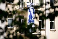 Bialystok, 03.07.2020. Na budynku urzedu miejskiego zawisly plakty z haslem: Caly Bialystok na wybory! zachecajace do udzialu w drugiej turze wyborow prezydenckich 12 lipca. Plakaty utrzymane sa w stylistyce plakatow propagandowych z l. 50. XX wieku fot Michal Kosc / AGENCJA WSCHOD