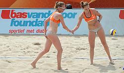 20150628 NED: WK Beachvolleybal day 4<br /> Daniëlle Remmers (l) en Michelle Stiekema (r) hebben ook hun tweede groepswedstrijd op de WK beachvolleybal verloren. Het Italiaanse duo Marta Menegatti/Viktoria Orsi-Toth was in twee sets te sterk: 21-13, 21-14.