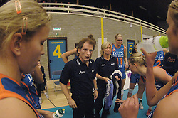 08-10-2006 VOLLEYBAL: SUPERCUP DELA MARTINUS - PLANTINA LONGA: DOETINCHEM<br /> Martinus wint vrij eenvoudig met 3-0 van Longa en pakt de Supercup / Time Out Avital Selinger<br /> ©2006: WWW.FOTOHOOGENDOORN.NL