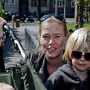 NLD/Amsterdam/20100414 - Uitreiking Mama van het Jaar 2010, Liesbeth Kamerling en kinderen Valentijn en Jack