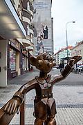 Marionette aus Bronze - Skulptur vor dem Prager Marionetten Theater Spejbel und Hurvinek.