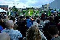 06 AUG 2005, BERLIN/GERMANY:<br /> Joschka Fischer, B90/Gruene, Bundesaussenminister, haelt eine Rede, 48 Stunden Rede-Rallye von Buendnis 90 / Die Gruenen im Rahmen des Bundestagswahlkampfes, Waehlbar, Oranienburger Strasse <br /> IMAGE: 20050807-01-034<br /> KEYWORDS: Wählbar, speech, Zuhoerer, Zuhörer