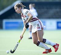 AMSTELVEEN - Amsterdam speelster Ellen Hoog  tijdens de hoofdklasse hockeywedstrijd tussen de vrouwen van Amsterdam en Terriers (4-0). COPYRIGHT KOEN SUYK