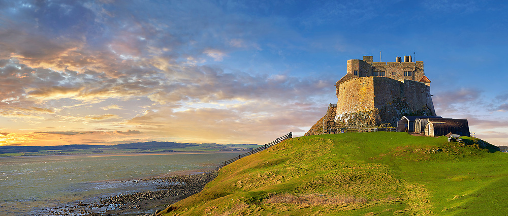 Lindisfarne Castle -16th Century castle at sunset, Holy Island, Lindisfarne, Northumberland, England .<br /> <br /> Visit our MEDIEVAL PHOTO COLLECTIONS for more   photos  to download or buy as prints https://funkystock.photoshelter.com/gallery-collection/Medieval-Middle-Ages-Historic-Places-Arcaeological-Sites-Pictures-Images-of/C0000B5ZA54_WD0s