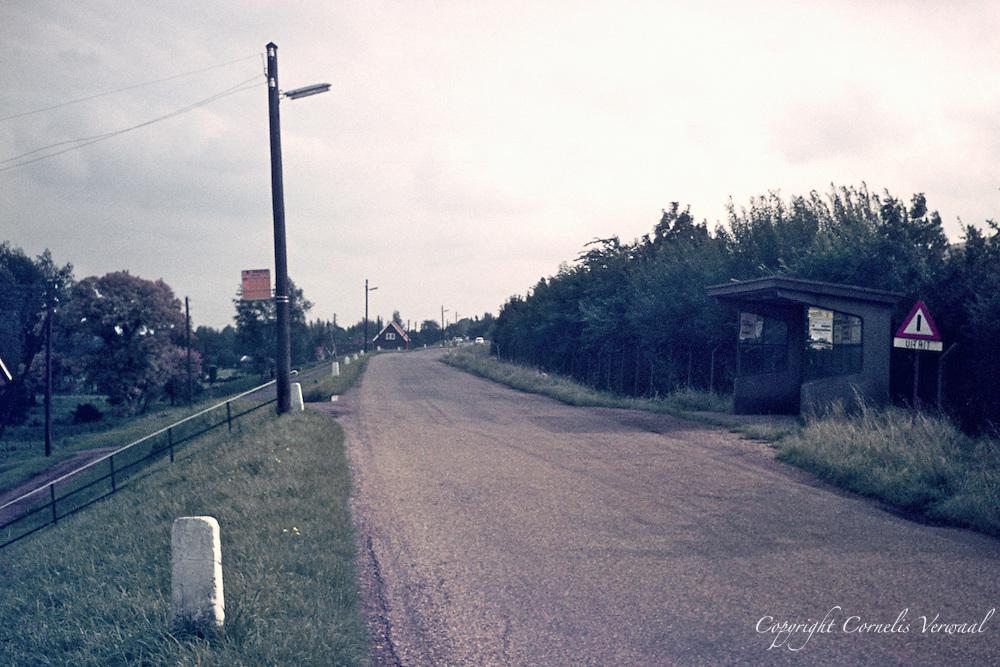 Lekdijk West met bushokje anno 1977