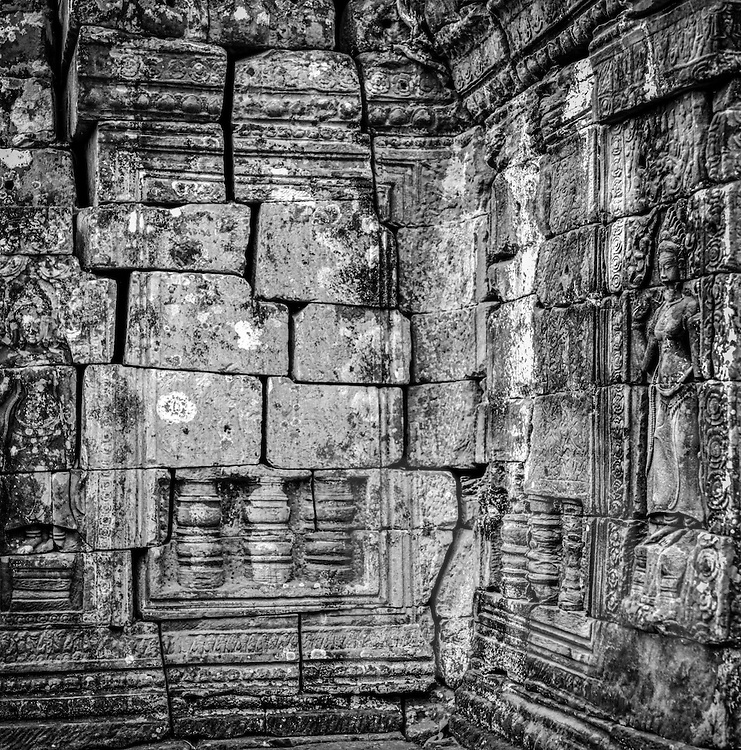 Giant stone blocks pieced together, forming the walls of Angkor Wat, <br /> <br /> Angkor, Siem Reap, Cambodia, 2005, Southeast Asia