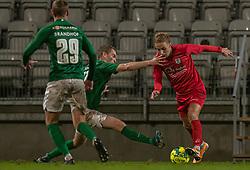 Jakob Bonde (Viborg FF) forsøger at stoppe Lucas Haren (FC Helsingør) under kampen i 1. Division mellem Viborg FF og FC Helsingør den 30. oktober 2020 på Energi Viborg Arena (Foto: Claus Birch).