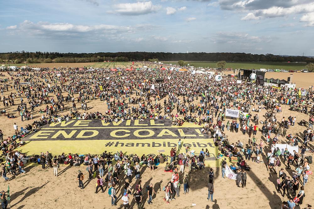 Kerpen-Buir, DEU, 06.10.2018<br /> <br /> Demonstration am Hambacher Wald, Hambacher Forst mit 50.000 Teilnehmern<br /> <br /> Demonstration at Hambach Forest, Hambach Forest with 50,000 participants<br /> <br /> Foto: Bernd Lauter/berndlauter.com