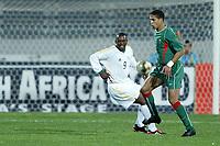 Fotball<br /> African Nations Cup 2004<br /> Afrika Mesterskapet<br /> Foto: Digitalsport<br /> Norway Only<br /> <br /> FIRST ROUND - GROUP D - 040204<br /> MOROCCO v SOUTH AFRICA<br /> MAROKKO v SØR AFRIKA<br /> <br /> TALAL EL KARKOURI (MOR) / NKOSINATHI NHLEKO (RSA)