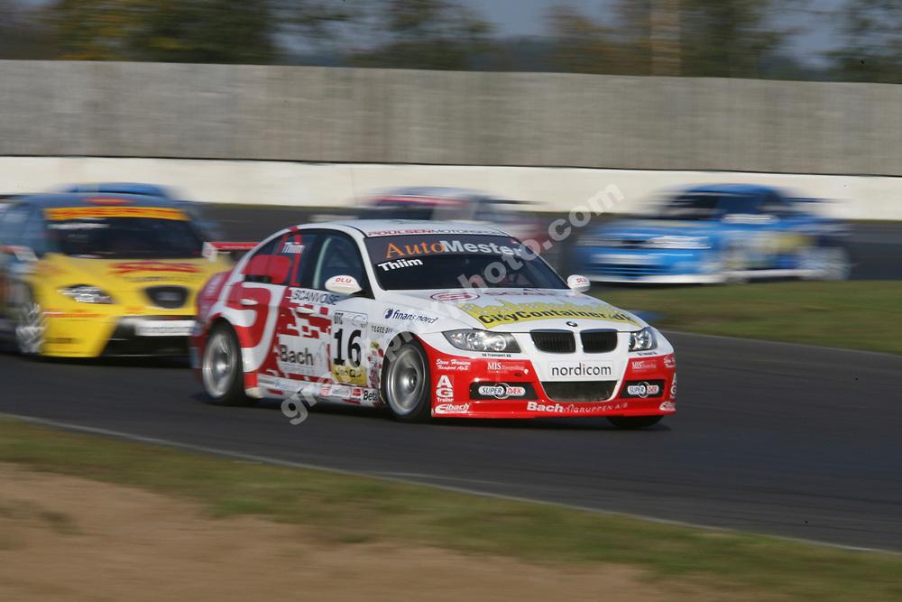 Kurt Thiim (BMW) leads Michel Nykjaer (SEAT) in the 2007 DTC finals at Jyllands-Ringen. Photo: Grand Prix Photo
