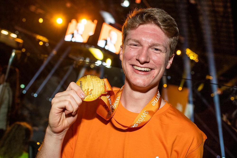 12. September 2018; Bern; SwissSkills 2018  - 4. Tag - Siegerehrung - Formemnbauer mit seiner Goldmedaille -Alexander Grossniklaus (Michael Zanghellini)