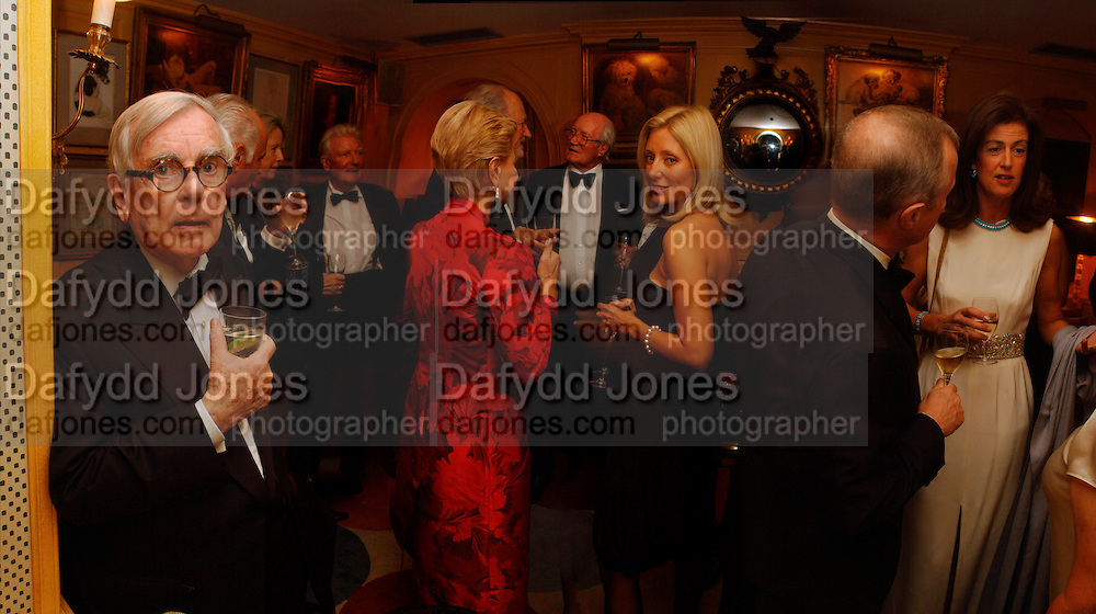 Dominic Dunne, Paul Johnson, Carolina Herrera, ( red ) Claus von Bulow, ( hidden) Alastair Horne,  Princess Marie -Chantal of Greece , Lady Henrietta Spencer-Churchill. Party given by Taki and Alexandra Theodorakopoulos. Annabels. London. 26 September 2006. -DO NOT ARCHIVE-© Copyright Photograph by Dafydd Jones 66 Stockwell Park Rd. London SW9 0DA Tel 020 7733 0108 www.dafjones.com