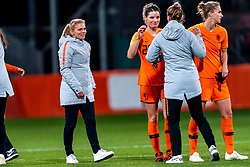 09-11-2018 NED: UEFA WC play-off final Netherlands - Switzerland, Utrecht<br /> European qualifying for the 2019 FIFA Women's World Cup - Coach Sarina Wiegman of Netherlands, Dominique Bloodworth #20 of Netherlands