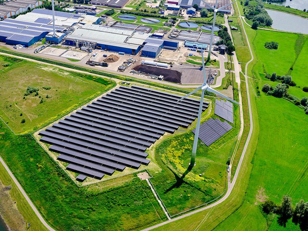 Nederland, Gelderland, Gemeente Zutphen, 21–06-2020; voormalige vuilstort Fort de Pol, nieuw zonnepark op de voormalige vuilstortlocatie aan de oever van het Twenthekanaal.<br /> Former landfill Fort de Pol, new solar park on the former landfill site.<br /> luchtfoto (toeslag op standaard tarieven);<br /> aerial photo (additional fee required)<br /> copyright © 2020 foto/photo Siebe Swart
