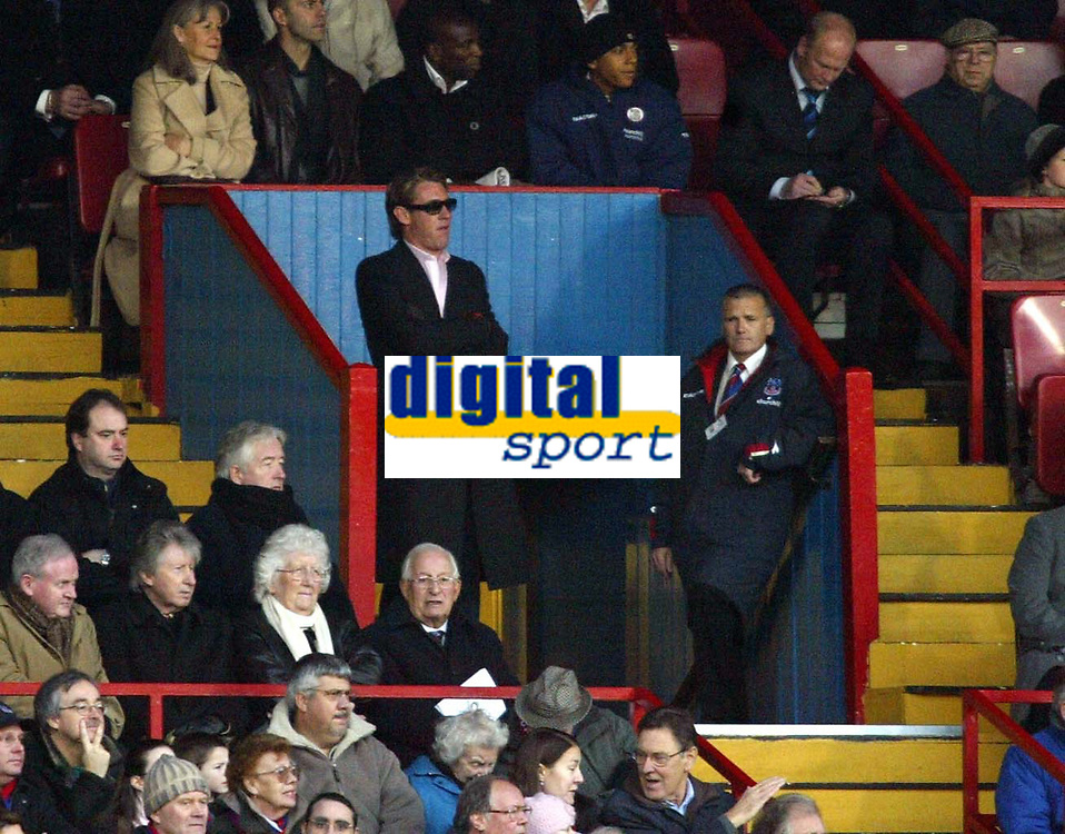 Photo: Chris Ratcliffe.<br />Crystal Palace v Wolverhampton Wanderers. Coca Cola Championship. 10/12/2005.<br />Palace owner Simon Jordan watches on from the tunnel after his charge by the FA