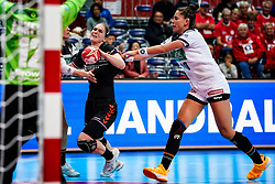 08-12-2019 JAP: Netherlands - Germany, Kumamoto<br /> First match Main Round Group1 at 24th IHF Women's Handball World Championship, Netherlands lost the first match against Germany with 23-25. / Laura van der Heijden #6 of Netherlands, Emily Bölk #20 of Germany