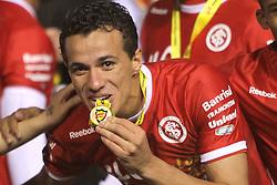 Leandro Damião, do S. C. Internacional comemoram a conquista do Campeonato Gaucho 2011, no Estadio Olimpico em Porto Alegre. FOTO: Jefferson Bernardes/Preview.com