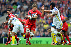Juan Smith of Toulon takes on the Clermont Auvergne defence - Photo mandatory by-line: Patrick Khachfe/JMP - Mobile: 07966 386802 02/05/2015 - SPORT - RUGBY UNION - London - Twickenham Stadium - ASM Clermont Auvergne v RC Toulon - European Rugby Champions Cup Final
