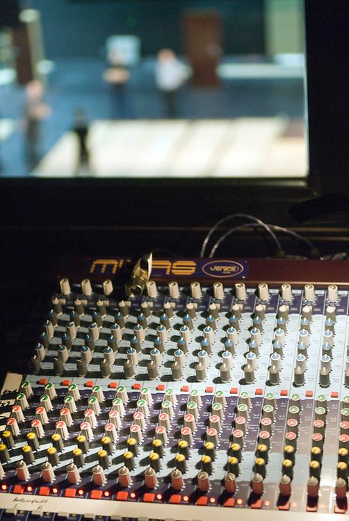 Licht und Tontechnik Schaltpult und technische Zentrale eines Schauspielhauses  |  sound desk at a theatre   |