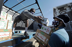 South Africa - Cape Town - 4 June 2020 - Siya Kolisi gives a hand. The DHL Stormers players helped unpack nearly a ton and half of food from a truck at Neighbourhood Old Age Homes (NOAH) in Woodstock on Thursday morning. This team effort includedcaptain Siya Kolisi, Steven Kitshoff, Scarra Ntubeni, Damian Willemse and Dillyn Leyds.NOAH supports more than 750 pensioners who live on social grants. Photographer: Armand Hough/African News Agency(ANA)