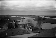 06-10/04/1964.04/06-10/1964.06-10 April 1964.Views on the River Shannon. Fine stretchs of water pierce the northern